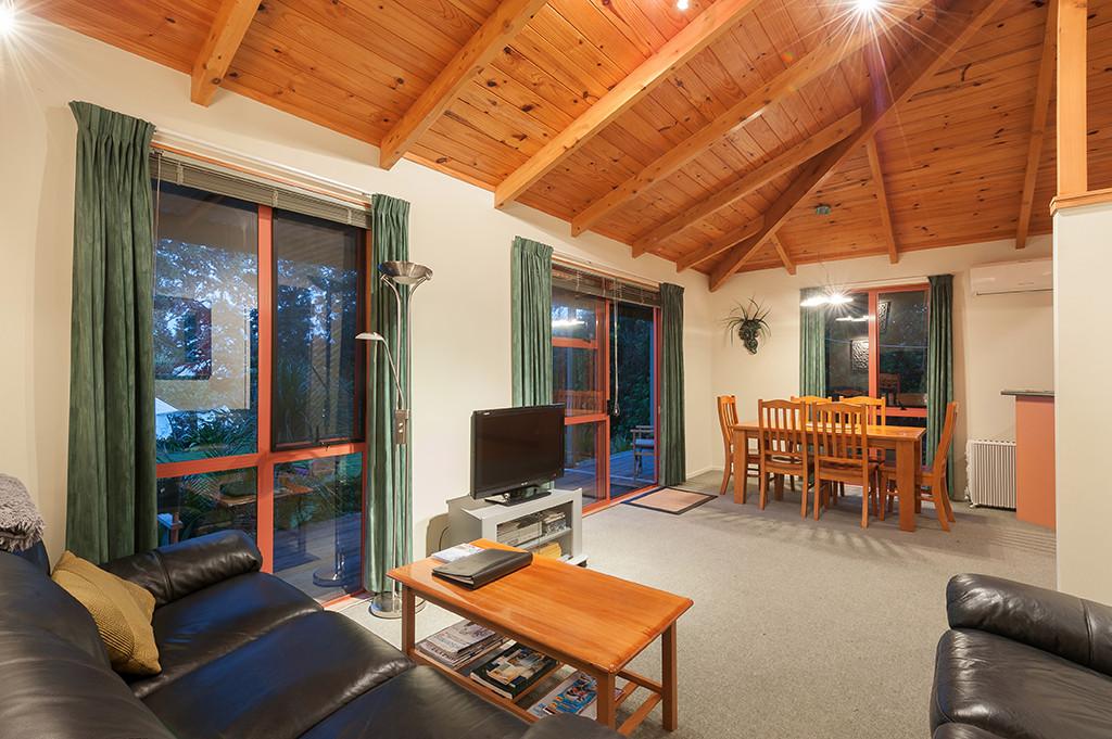 lounge in pohutukawa cottage
