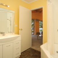 CooperLuxury bathroom in Cove Cottage