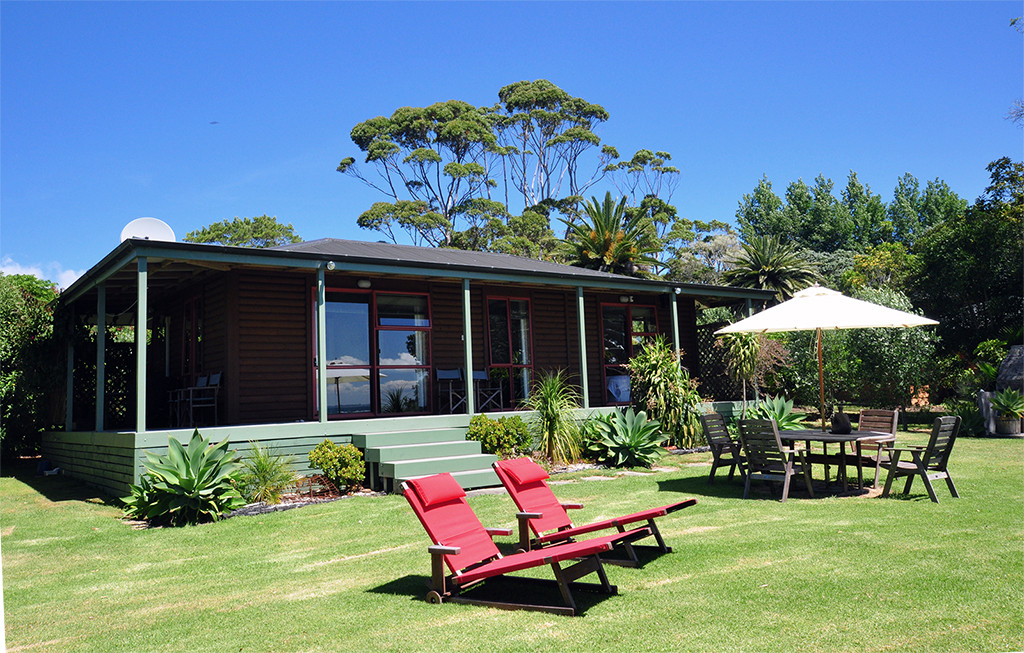 front lawn at pohutukawa cottage